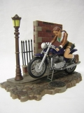 Figurka Lara Croft on her Street Assault Motorbike - Tomb Raider
